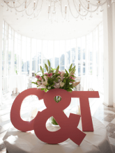Grote letters huwelijk presentatie